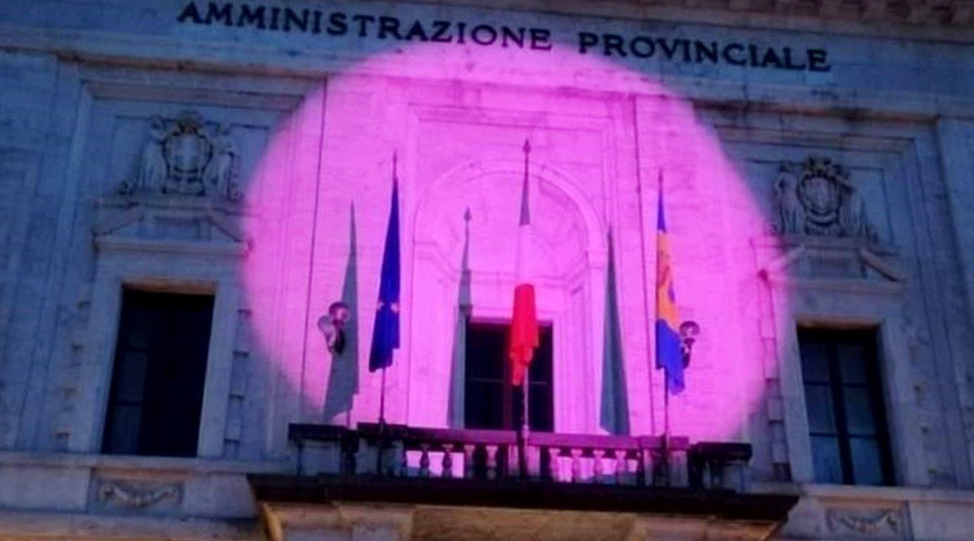 Palazzo Jacobucci in rosa per il mese della prevenzione